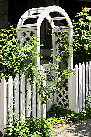 Free White Arbor In A Garden Stock Photography - 6075082