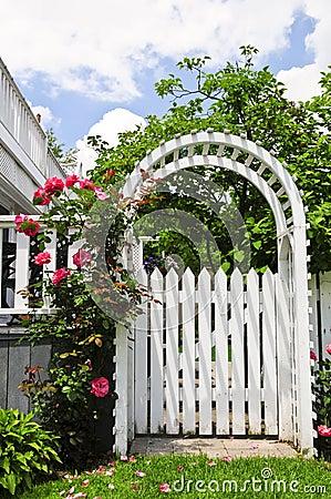 Free White Arbor In A Garden Stock Photography - 6191592