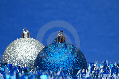 White and blue shiny christmas balls