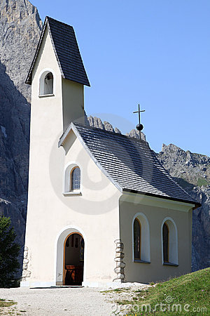 White chapel upon the Italian Passo di Gardena