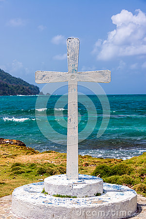 Free White Cross And Sea Royalty Free Stock Image - 39020516