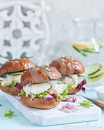Free White Fish Fillet Sandwich With Tartar Sauce Stock Photography - 112188252