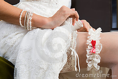 White garter, dressed on the Bride s leg.