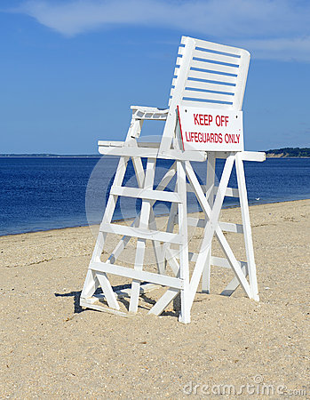 Free White Lifeguard Chair On Empty Sand Beach With Blue Sky Stock Photography - 59154012