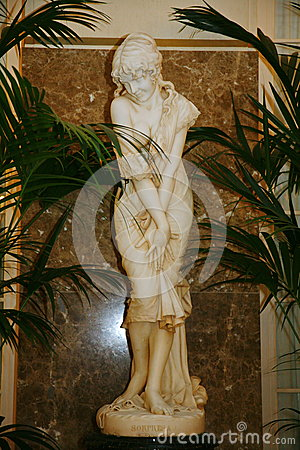 Free White Marble Statue Of A Young Girl Bathers Decorated With Beautiful White Banquet Hall Of The Old Hotel Astoria. Stock Photo - 59989310