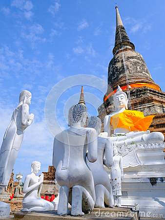Free White Old Buddha Statue With Blue Sky Background At Wat Yai Chai Mongkhon Old Temple Royalty Free Stock Photos - 83428798