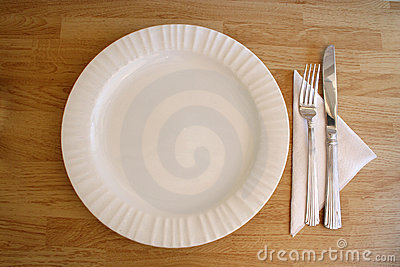 White plate knife and fork
