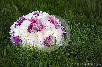 White an purple flowers ball