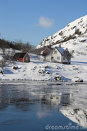 Free White & Red House Mirroring In The Hvalfjord Stock Photography - 13476172