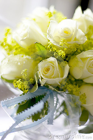 Free White Roses In Jar Naturally Lit Royalty Free Stock Image - 362976