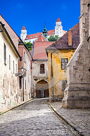 Free White Towers Of Bratislava Castle Royalty Free Stock Image - 59915246