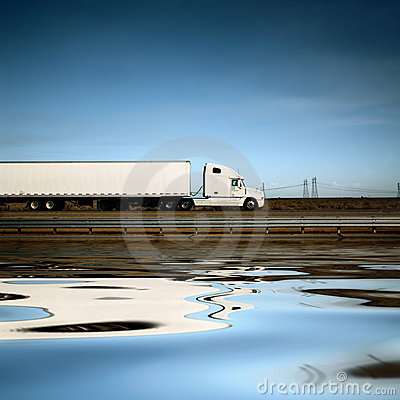 Free White Truck Royalty Free Stock Images - 4728419