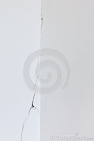 Free White Wall Room Crack Rip Stock Photography - 56855712