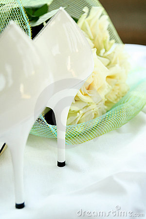 White weddings shoes