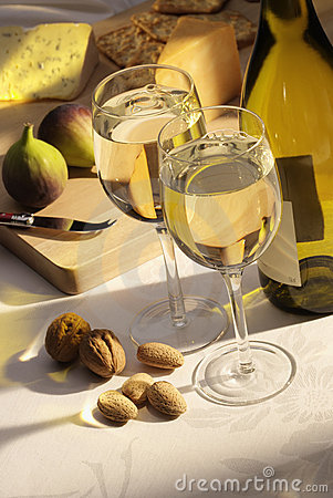 White wine with cheese and figs