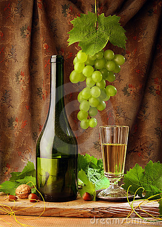 Free White Wine With Drapery Royalty Free Stock Image - 7477776