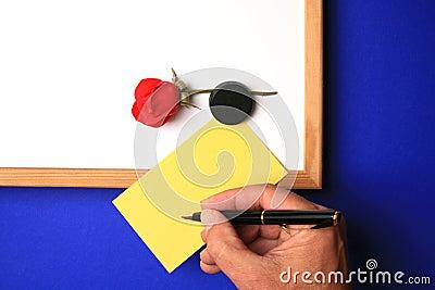 Whiteboard z kolor żółty notatką