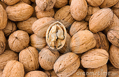 Whole and hulled walnuts
