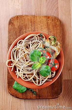 Free Whole Wheat Spaghetti Royalty Free Stock Images - 17891169