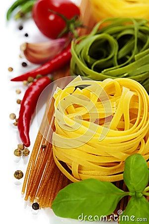 Free Whole Wheat Spaghetti And Egg Pasta Nests Royalty Free Stock Photo - 30081575