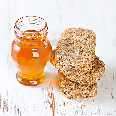 Wholegrain bisks and honey