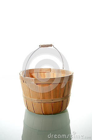 Wicker basket with handle