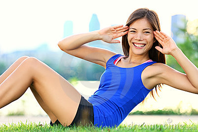 ćwiczenie siedzi podnosi kobieta trening
