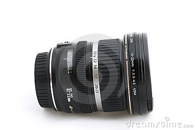 Wide angle zoom lens