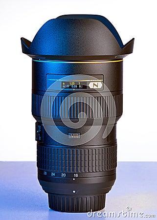 Wide DSLR lens