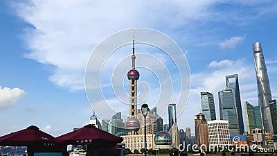 Widok na przebłysk Oriental Pearl Tower and Financial Center w Pudong Wieża Szanghaj i budynki mieszkalne zbiory wideo