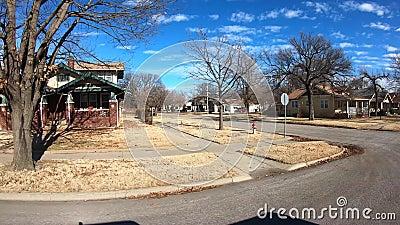 Widok na ulicę domów w starszej dzielnicy zbiory