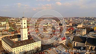 Widok z lotu ptaka na stare, majestatyczne budynki zdjęcie wideo
