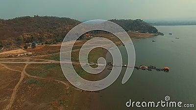 Widok z lotu ptaka wiejska scena Krasiew tama Suphanburi Tajlandia zdjęcie wideo