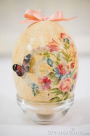 wielkanocny jajko dekorowa z kwiatami robi decoupage technik zdj cie stock obraz 39670371. Black Bedroom Furniture Sets. Home Design Ideas