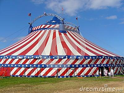 Wielki cyrk na szczyt namiotu