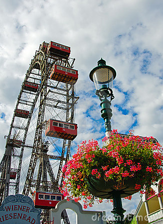 Free Wiener Riesenrad (Vienna Giant Ferris Wheel) Royalty Free Stock Images - 16677599