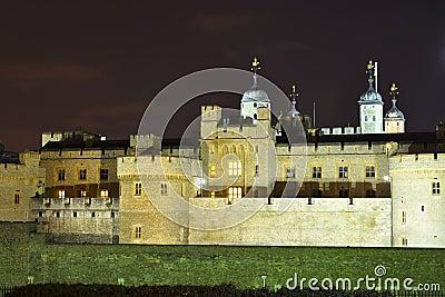 Wierza Londyn przy noc