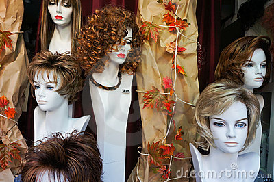 Wigs on manikin heads