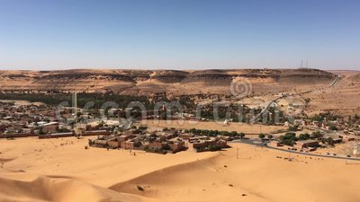 Wilaya di Sandy Taghit e panorama dell'oasi del Nord Africa Bechar Algeria stock footage