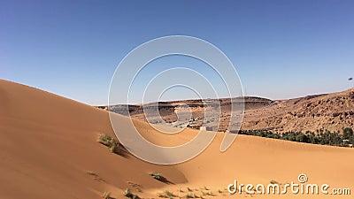 Wilaya di Sandy Taghit e panorama dell'oasi del Nord Africa Bechar Algeria archivi video