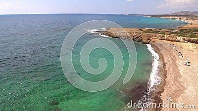 Wild strand van Cyprus stock footage