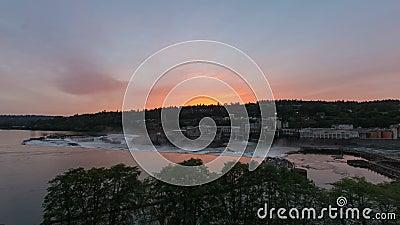 Willamette cai cachoeira natural no rio de Willamette OU no por do sol vídeos de arquivo
