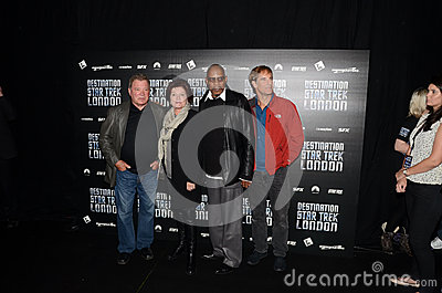 William Shatner e Kate Mulgrew e Avery Brooks e Scott Bak Fotografia Editoriale