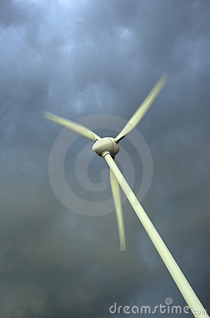 Free Wind Turbines Royalty Free Stock Images - 2816739