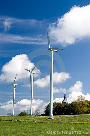 Free Wind Turbines In Green Field Royalty Free Stock Images - 2431989