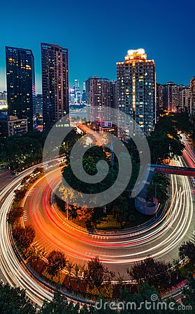 Free Winding Road Through City Stock Photography - 118252122