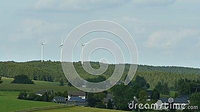 Windmühle der Himmelhintergrund an einem sonnigen Tag stock footage