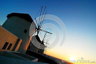 Windmühlen am Sonnenuntergang