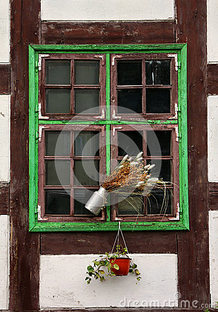 Free Window Of Medieval House. Royalty Free Stock Photo - 27471135