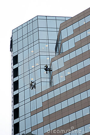 Free Window Washers On Skyscraper Royalty Free Stock Image - 1738246